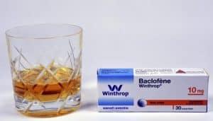 boite-baclofene-et-verre-d-alcool