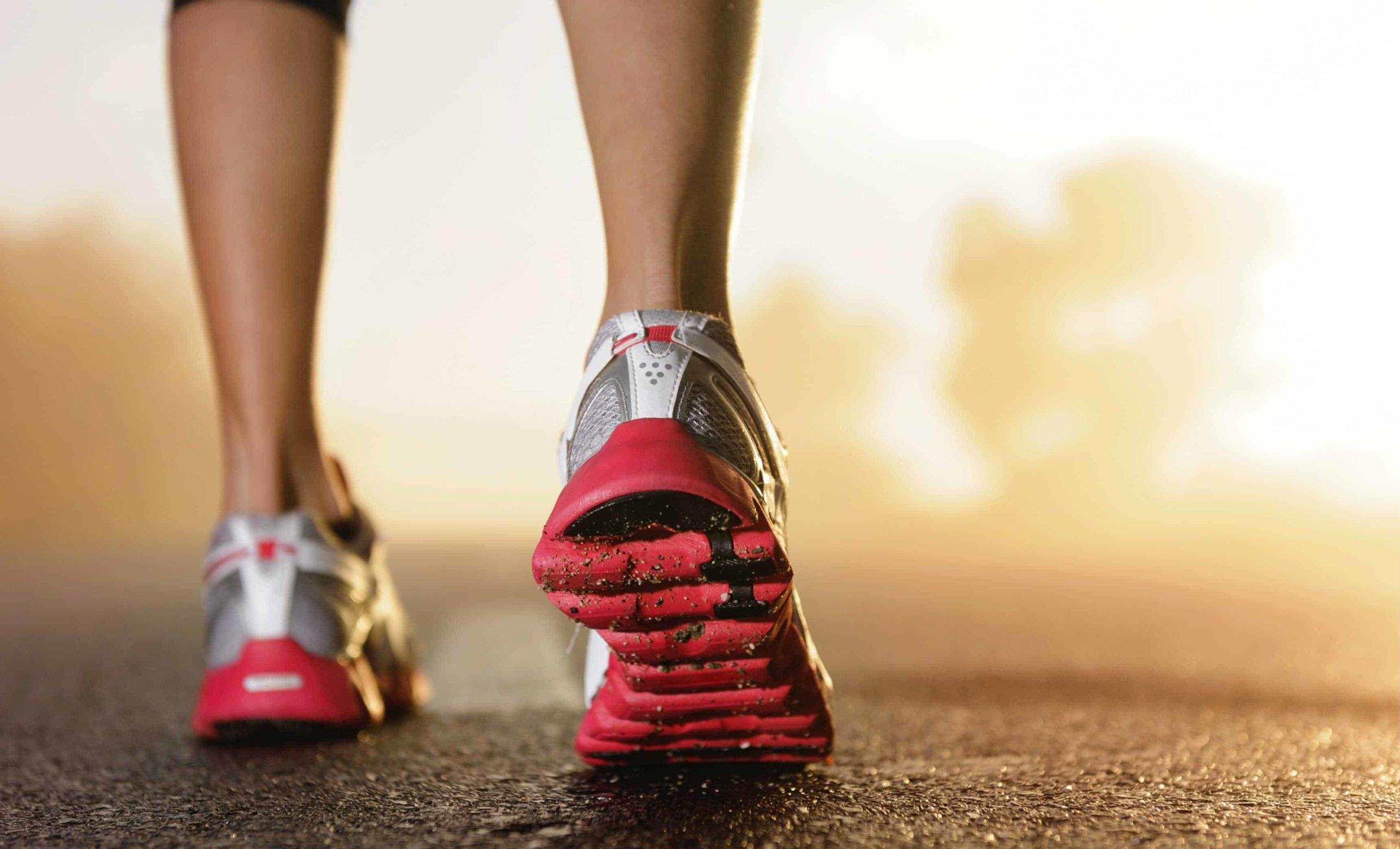 pieds-femmes-sportive