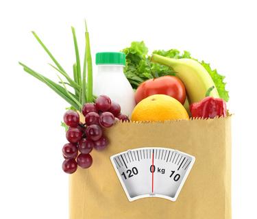 fruits-legumes-et-balance-pour-un-reequilibrage-alimentaire